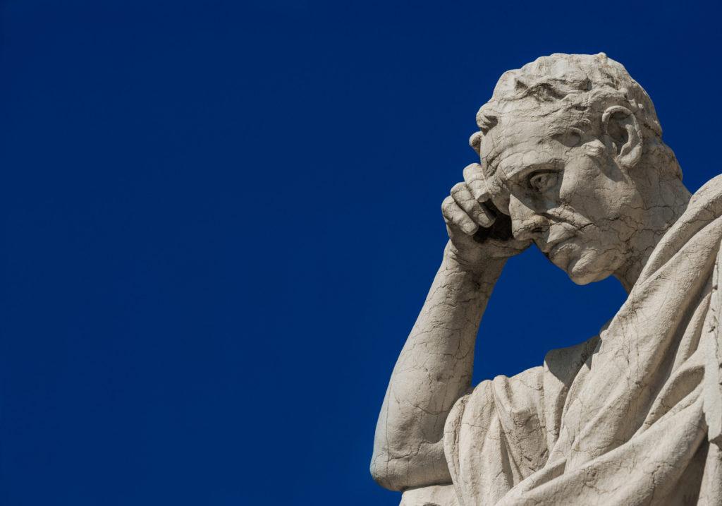 Què és una societat justa? Ha de prioritzar a l'individu o la col·lectivitat? Quina relació s'ha d'establir entre l'ètica i la política? Quina és la millor forma de govern? Amb l'ajuda d'Aristòtil, Hobbes, Rousseau, Kropotkin, Adam Smith, Isaiah Berlin o John Rawls abordarem els grans temes de la filosofia política, moral i econòmica.